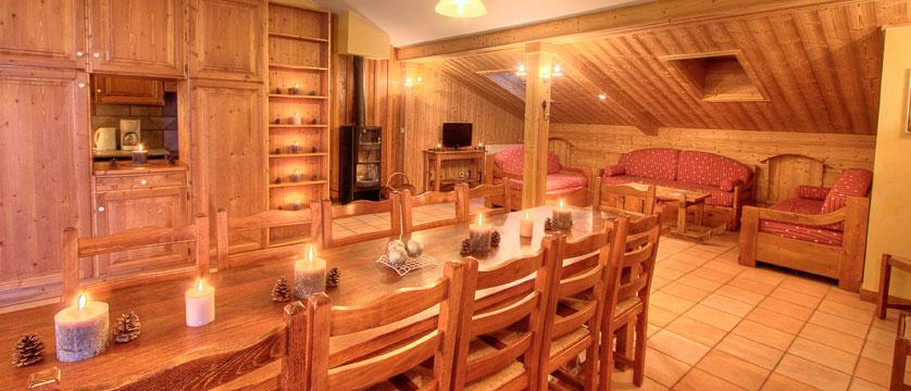 France_La-Plagne_Balcons-de-Belle-Plagne-Apartments_Living-dining-area2.jpg